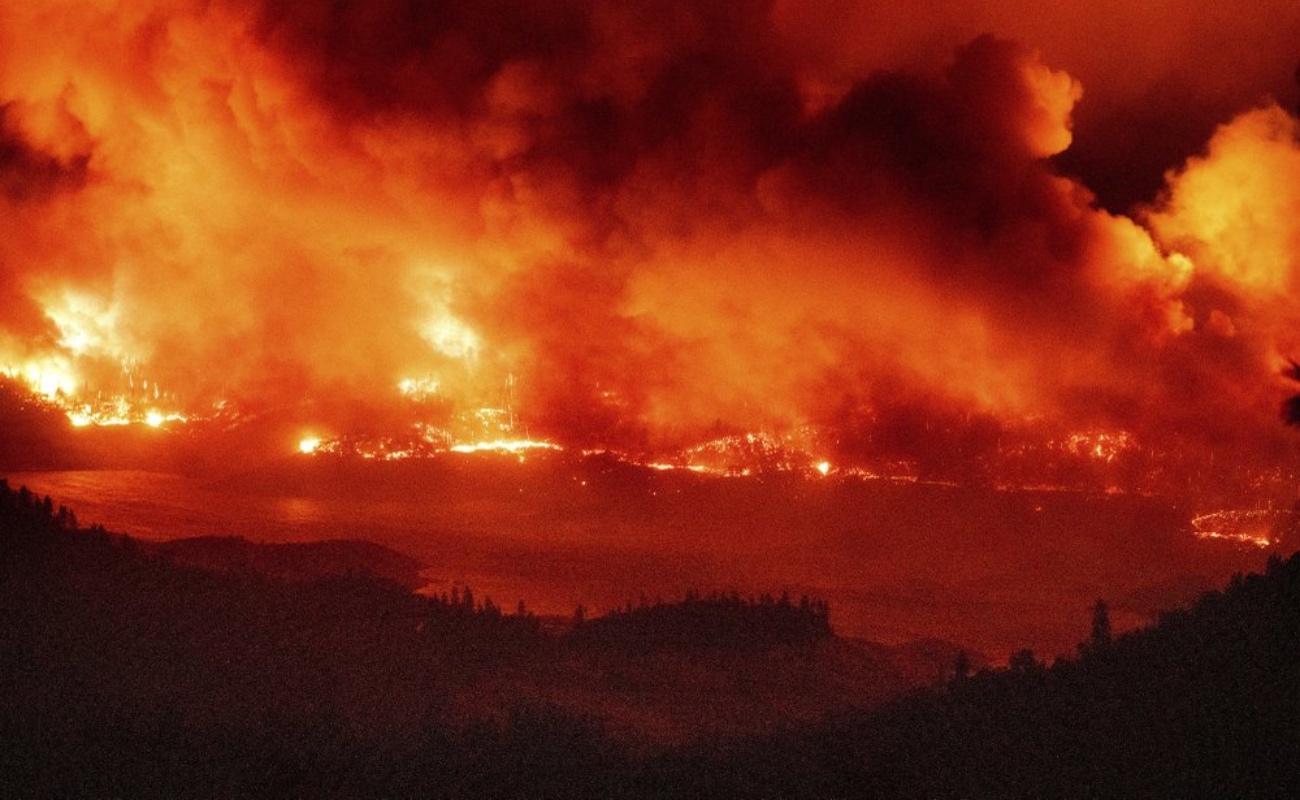 Tres muertos, decenas de heridos y cientos de casas destruidas por incendios en California
