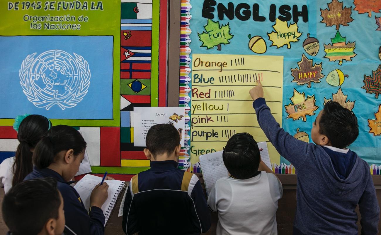 Impulsan trámite de Doble Nacionalidad para estudiantes de Nivel Básico