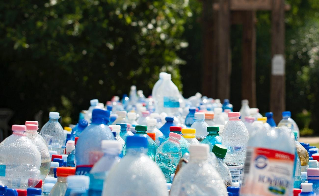 Llaman a reducir, reutilizar y reciclar el plástico