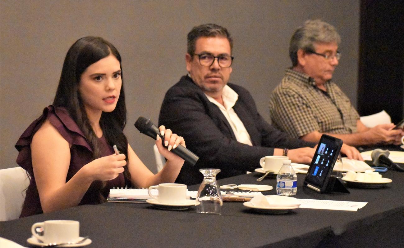Presenta agenda legislativa a empresarios, Daylín García