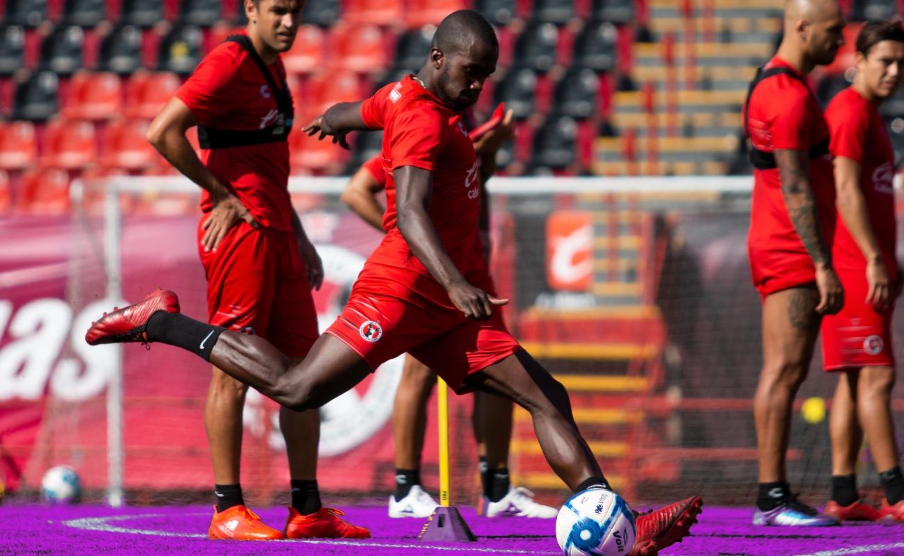 Se tiñe de rojo y negro el Estadio Caliente