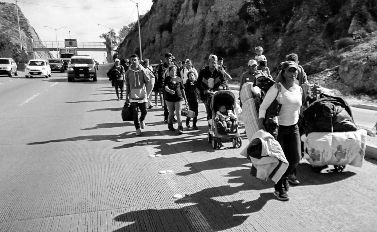 INM instala filtro migratorio en autopista a Tijuana