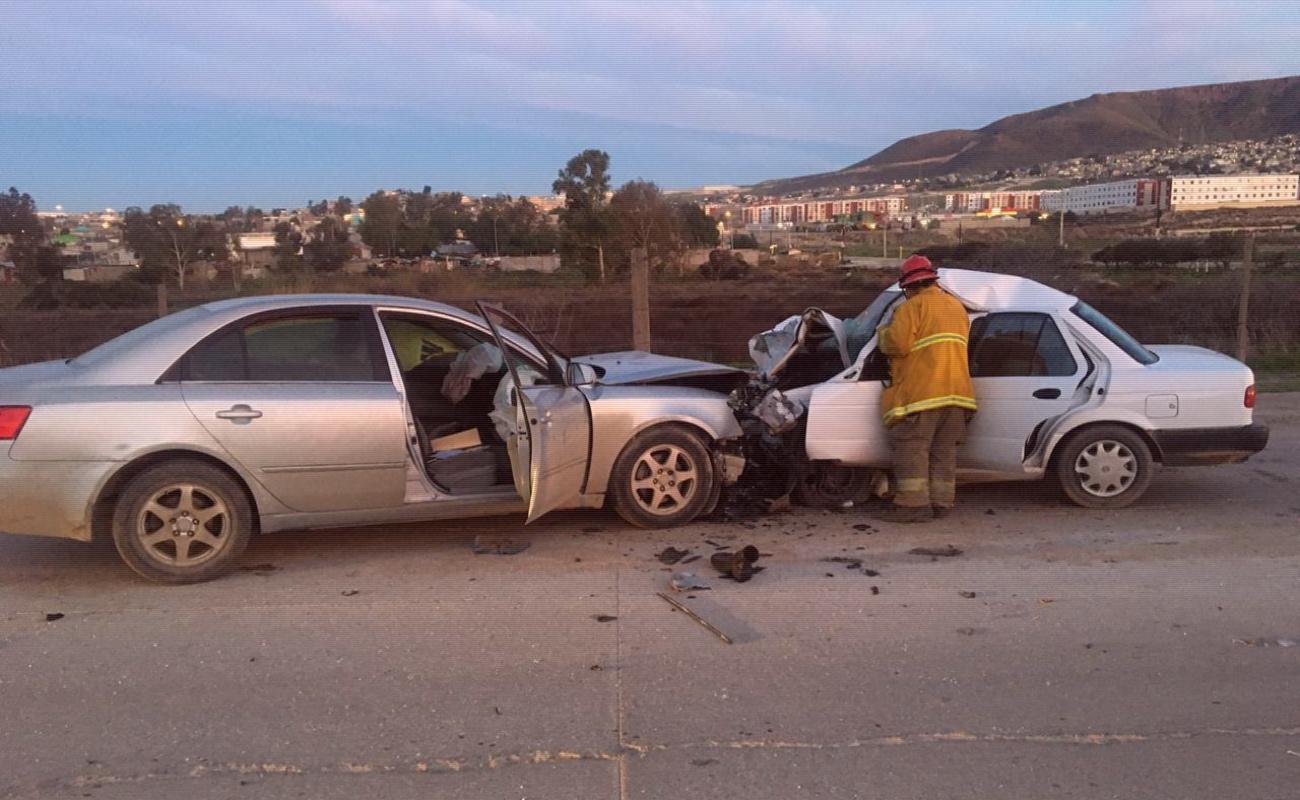 Muere pareja en choque en carretera Tijuana - Tecate