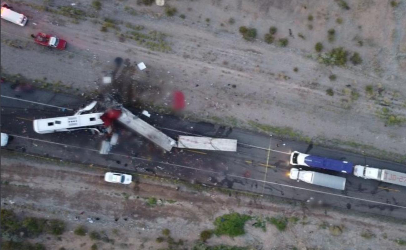 Deja 16 muertos accidente en carretera de Sonora