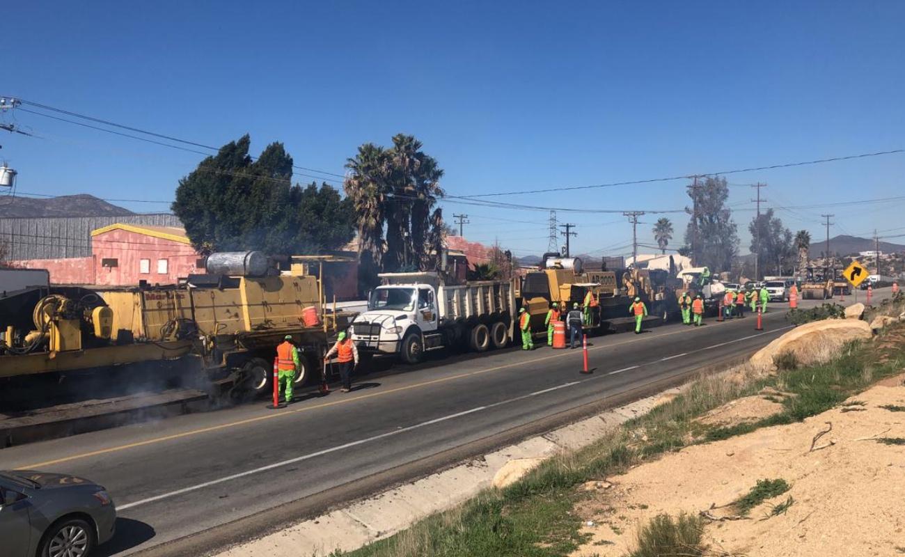 Iniciaron trabajos de conservación de la carretera Tecate - Ensenada