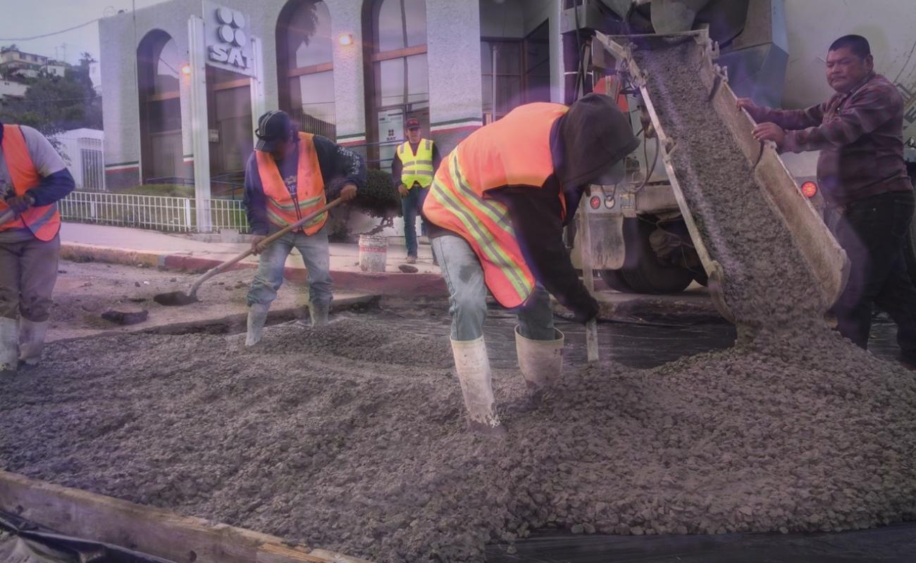 Rehabilitan con concreto hidráulico avenida Ryerson en Ensenada